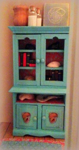 love this little cabinet!
