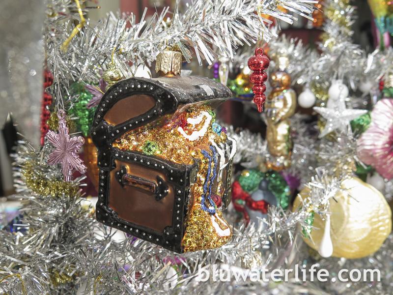 ribbon tassel gift wrap ~ holiday week