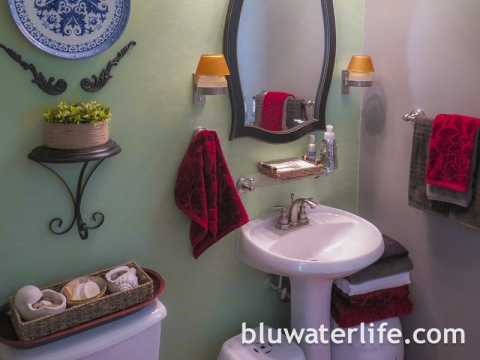 Island Colonial Bathroom